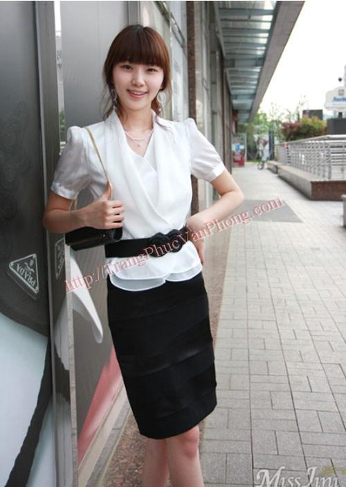 Chiếc dây nịt dễ thương làm cho bộ đồng phục thêm sành điệu